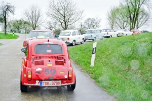 """""""Betriebsausflug"""" bei der Langenburg Classic: Jeder Mitarbeiter darf ein Auto von Thomas Roth fahren."""