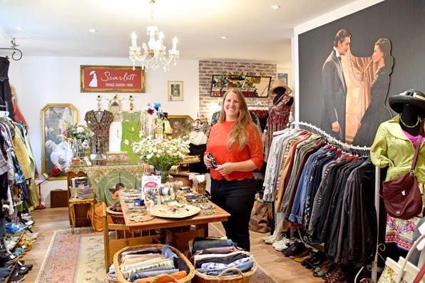 Silvia Inglis hat sich mit ihrem Secondhandladen einen Lebenstraum erfüllt. Foto: am