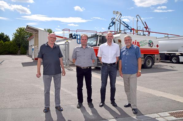 Zweimal Vater und Sohn: Herbert und Andreas Knoll und Markus und Hans Schöpper kennen sich mit Energie aus.