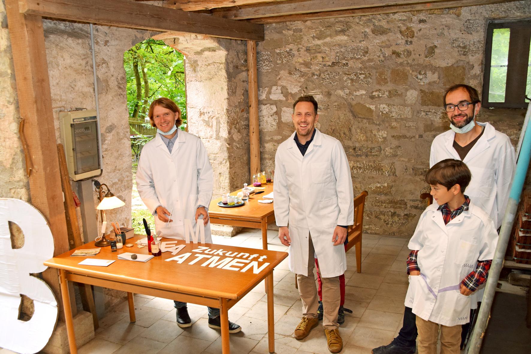 Markus Jeschaunig, Andreas Goritschnig und Bernhard König (mit Sohn) beim Luft-Poetik-Workshop. Foto: am
