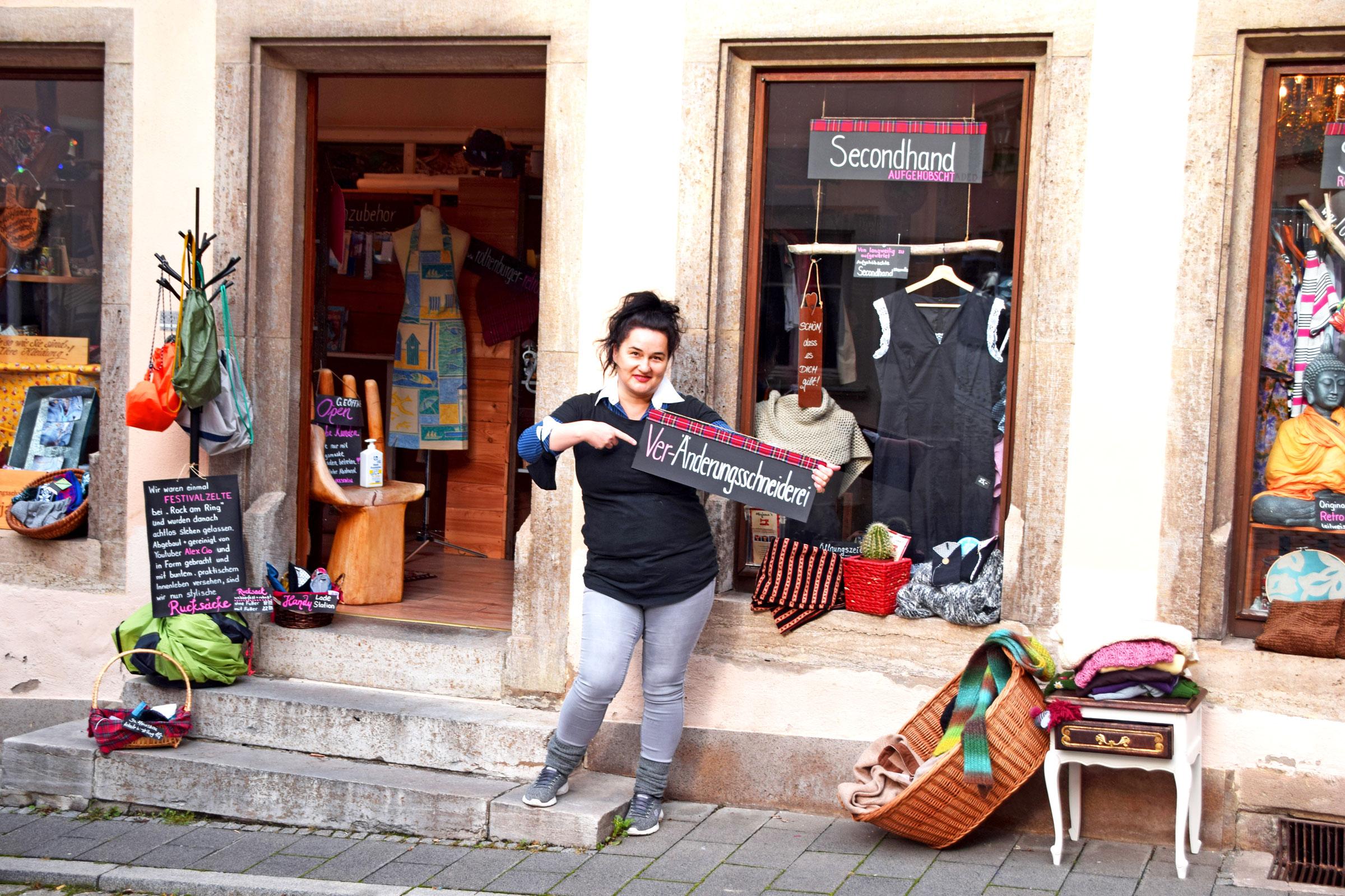Die Änderungsschneiderei ist heute noch das Herz des Ladens im Rothenburger Stadtgraben. Foto: ul