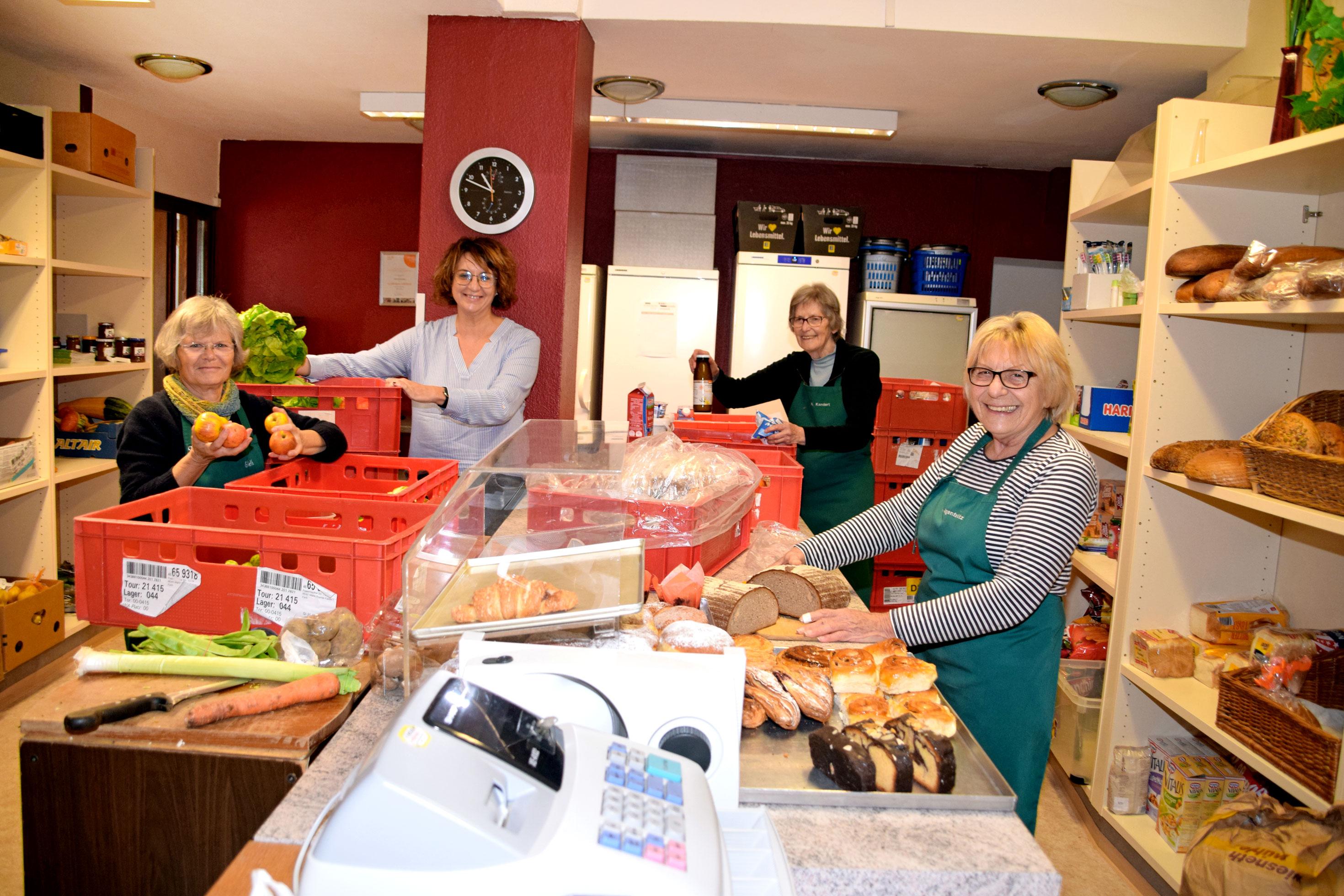 Jeden Freitag füllen sich die Regale der Rothenburger Tafel mit Lebensmittelspenden.Foto: ul