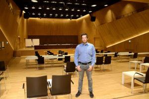 Johannes Mnich ist Herr über einen wunderbaren Konzertsaal mit modernster Technik. Allein Corona beschränkt ihn aktuell in den vielen Möglichkeiten, für die er ihn gerne nutzen würde. Foto: am