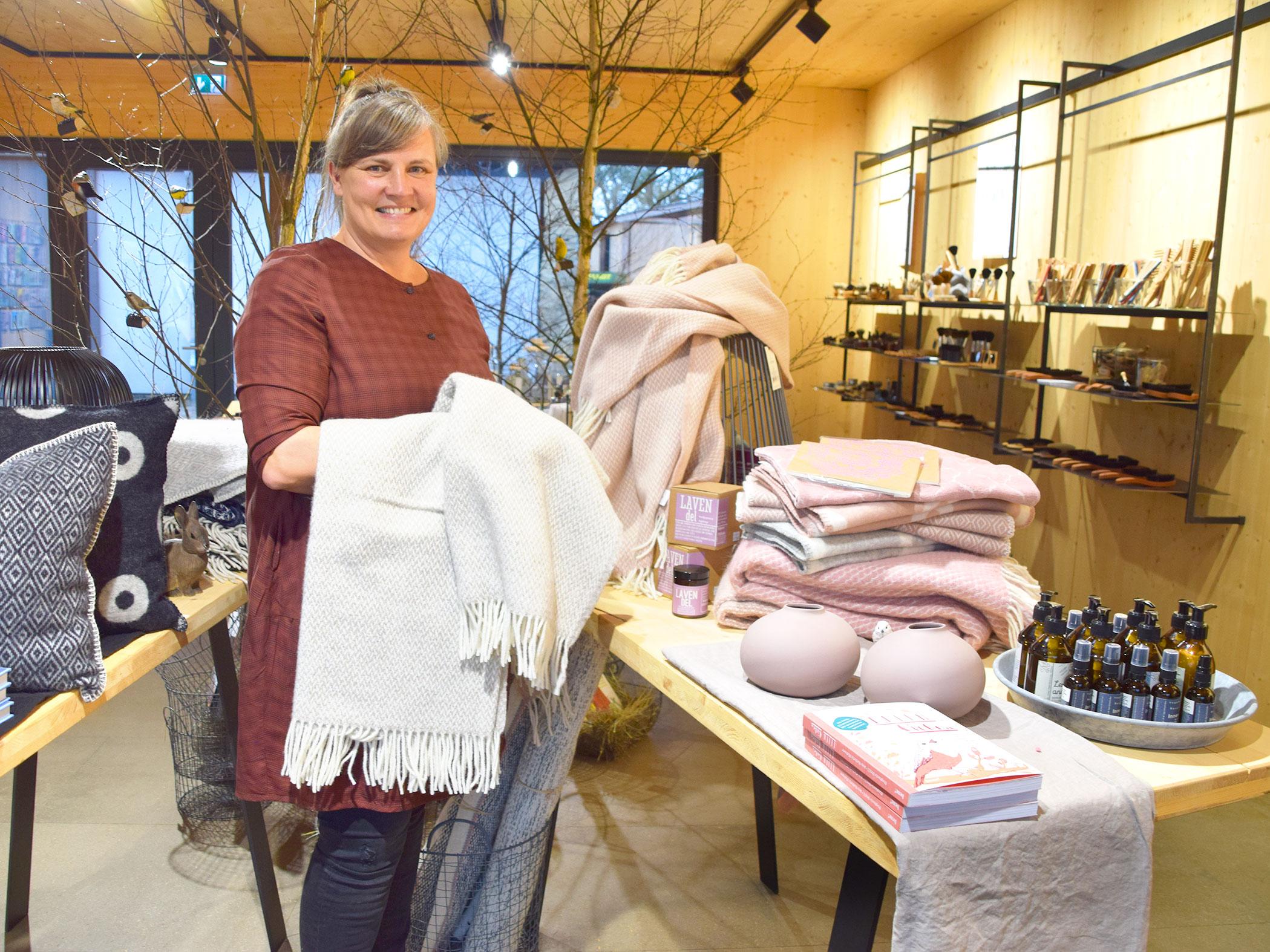 """Der Laden """"Kost Kamm"""" in Windelsbach ist eine Fundgrube für Kämme, Bürsten, Wellness- und Wohnaccessoires. Fotos: ul"""