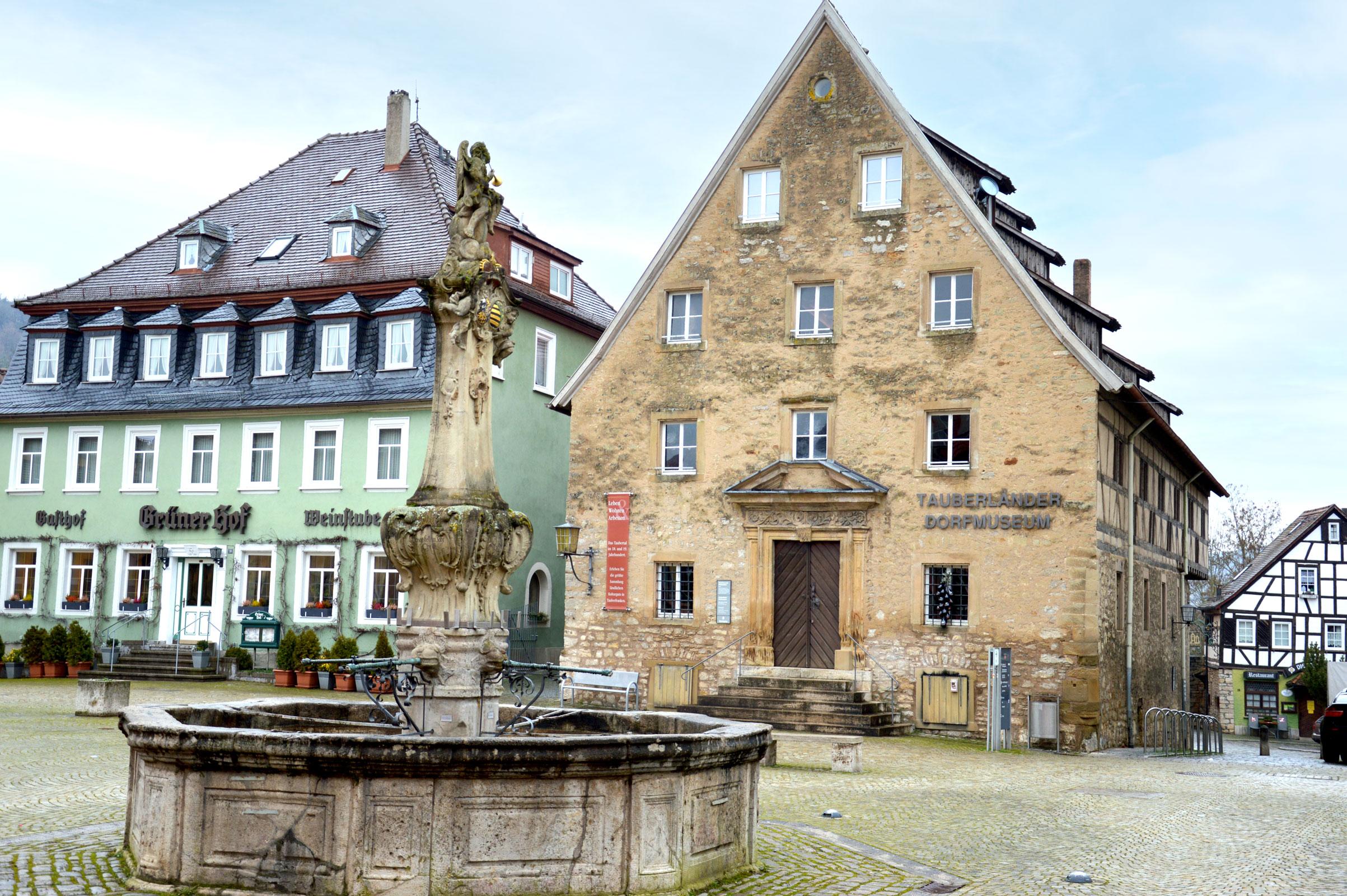 Das Dorfmuseum ist das Pendant zum Weikersheimer Barockschloss am Marktplatz. Fotos: ul