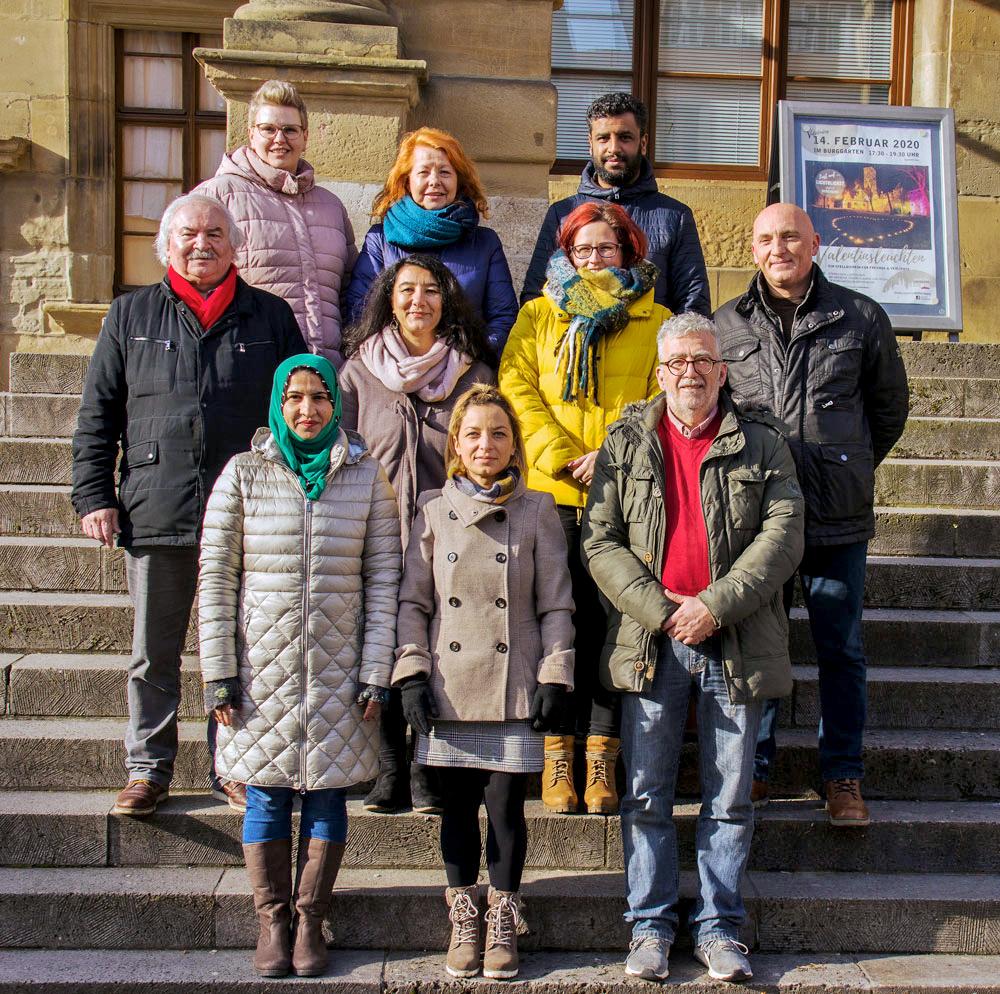 Dankbar für die liebevolle Aufnahme in Deutschland setzt sich Maria Sipos (oben li.) im Migrationsbeirat der Stadt Rothenburg ein. Foto: privat