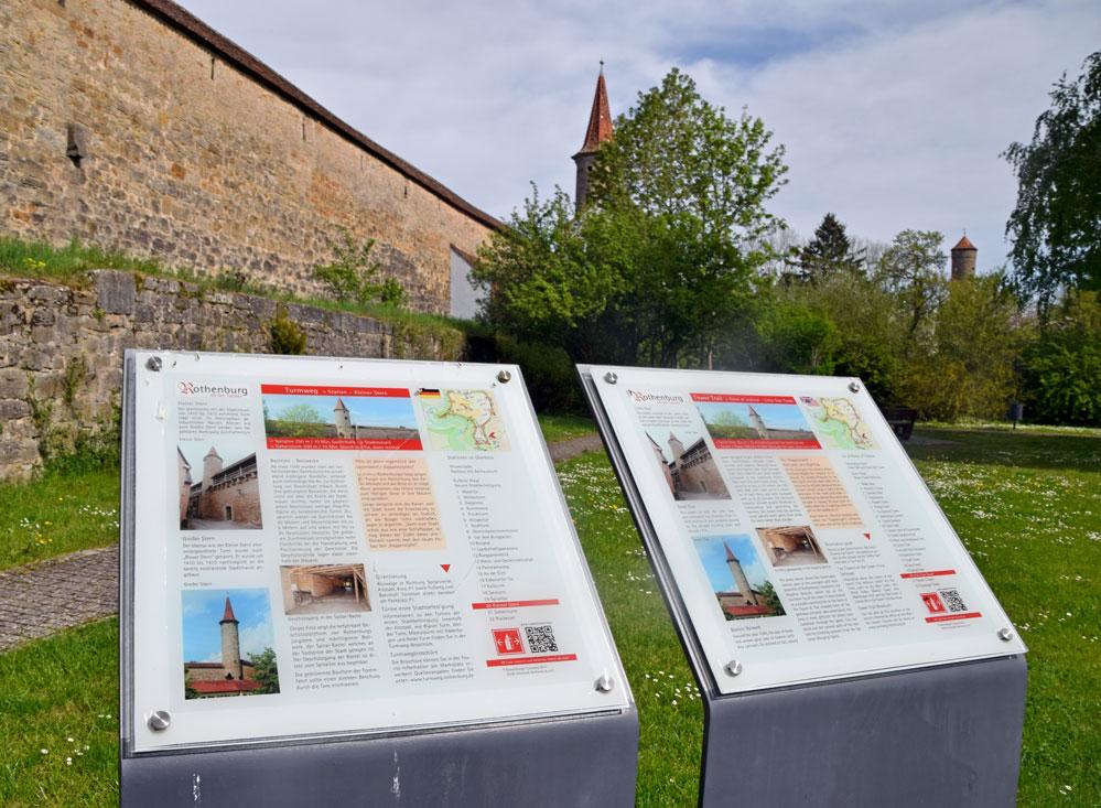 Die Infotafeln am Kleinen Stern nahe dem Spitaltor und gegenüber vom Parkplatz P1. Foto: am