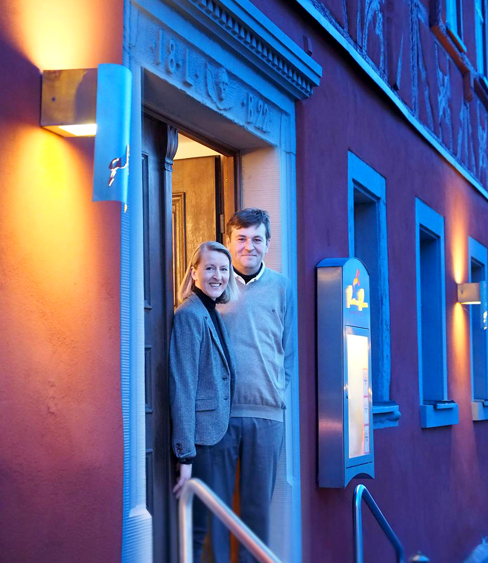 """Britta und Thomas Bogner führen das """"Rote Ross"""" in Marktbergel. Foto: Privat"""