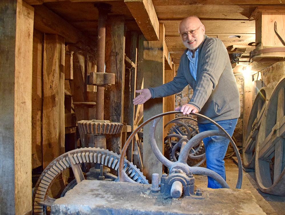 Der leise Antrieb des Mühlrades rührt von Zahnrädern her, deren Zinken aus Holz und aus Eisen ineinander greifen. Foto: ul
