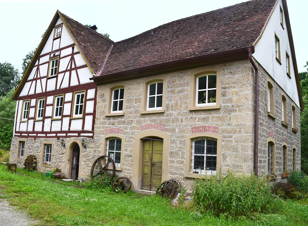 """Die """"Raisch-Mühle"""" in Creglingen aus dem Jahr 1737 dient heute der Stromerzeugung. Foto: ul"""