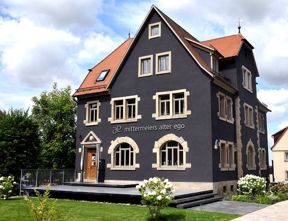 Ist ein echter Hingucker: Aus der einstigen Fabrikantenvilla ist ein modernes Hotel geworden Foto: am